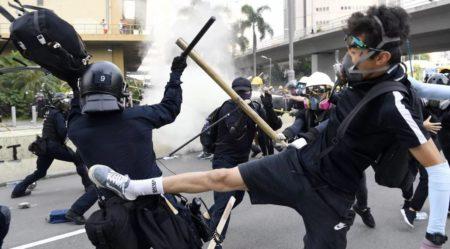 Гонконг. Столкновения протестующих с полицией (иллюстрация из Яндекс Картинки)