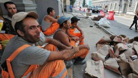 Мигранты на работе в России (иллюстрация из открытых источников)