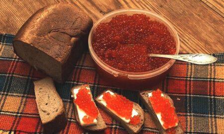 Хлеб и икра (иллюстрация из открытых источников)