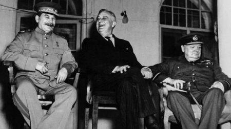 Лидеры СССР, США и Великобритании на Тегеранской конференции 1943 года (иллюстрация из открытых источников)