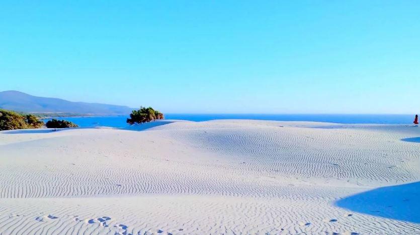 Пляж, Сардиния (иллюстрация из открытых источников)