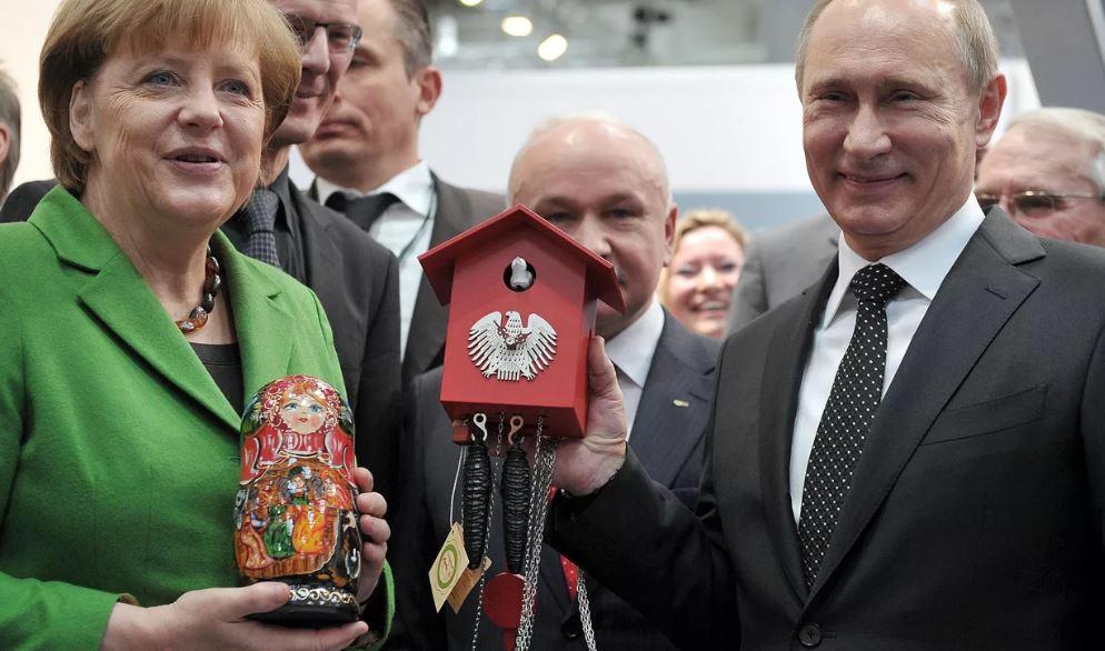 Путин преподнёс подарок Меркель (иллюстрация из открытых источников)