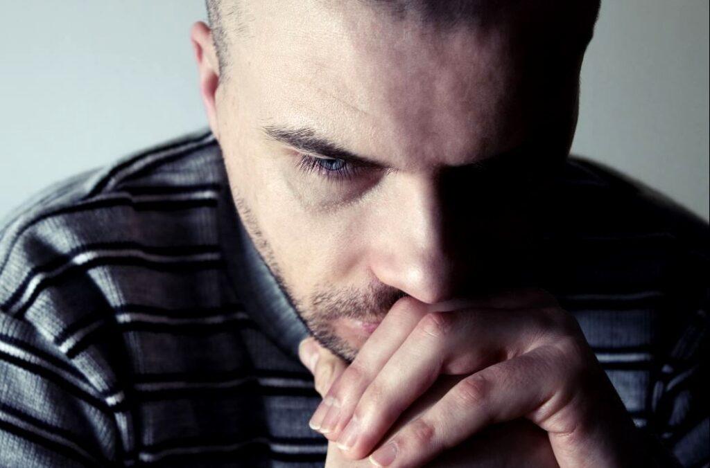 Мужчина в раздумье (иллюстрация из открытых источников)