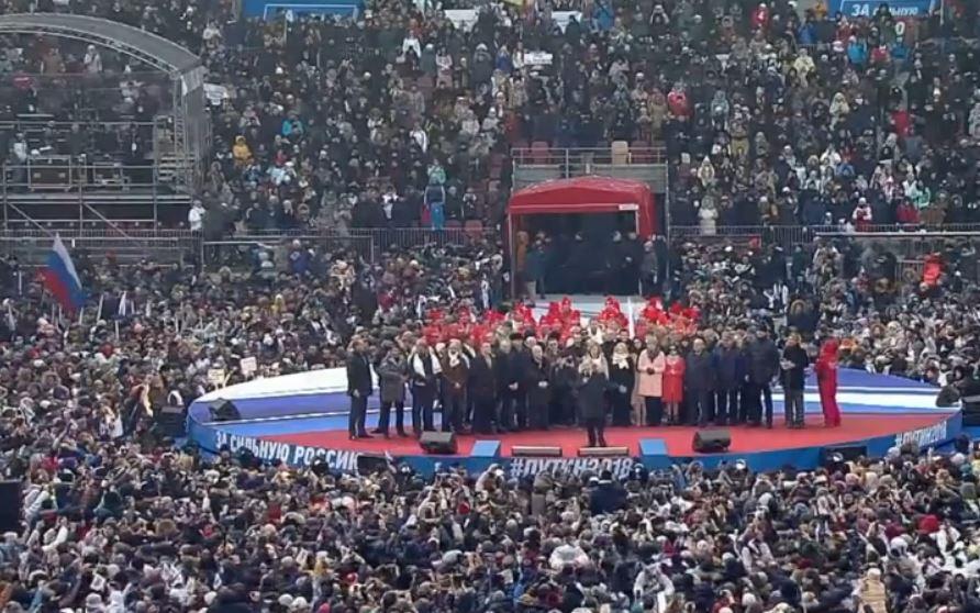 Почему никто не вышел в защиту Путина