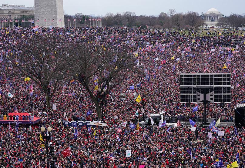 Сторонники Трампа перед Капитолием США, округ Колумбия, 6 января 2021 года (иллюстрация из открытых источников)
