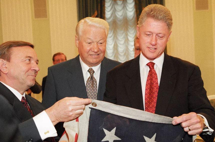 Борис Ельцин, президент США Билл Клинтон и американский флаг (иллюстрация из открытых источников)
