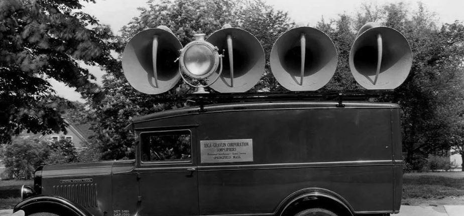 Машина с громкоговорителями для пропаганды и агитации, первая половина ХХ века (иллюстрация из открытых источников)