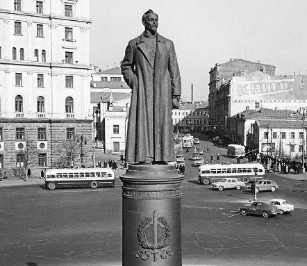 Москвичи будут решать вопрос о возращении памятника Ф. Э. Дзержинскому на Лубянскую площадь (фото из окрытых источников)