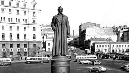 Памятник Дзержинскому на Лубянской площади (иллюстрация из открытых источников)