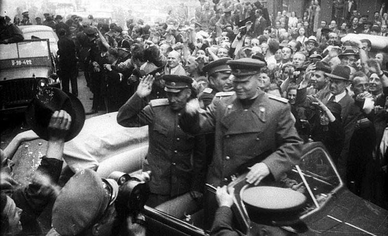 Прага приветствует освободителя - маршала Конева (иллюстрация из открытых источников)