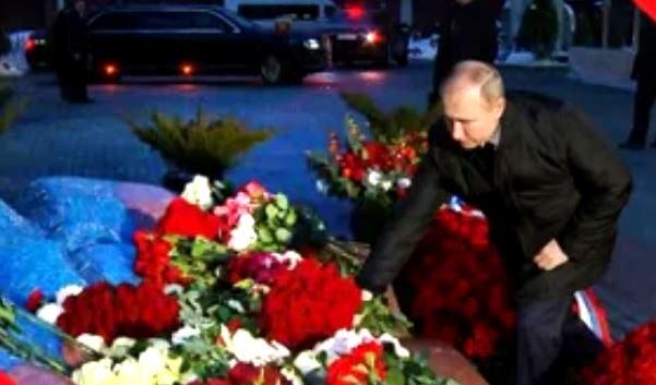 Путин возложил цветы к мемориалу Ельцина (стоп-кадр трансляции)