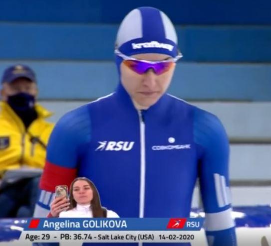 Россиянка Ангелина Голикова завоевала золотую медаль на ЧМ по конькобежному спорту. 12.02.2021 г. (скриншот видео)
