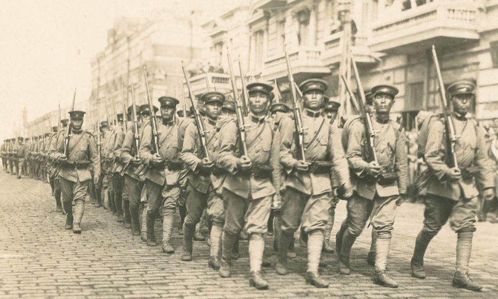 Японские солдаты на параде во Владивостоке, август 1918