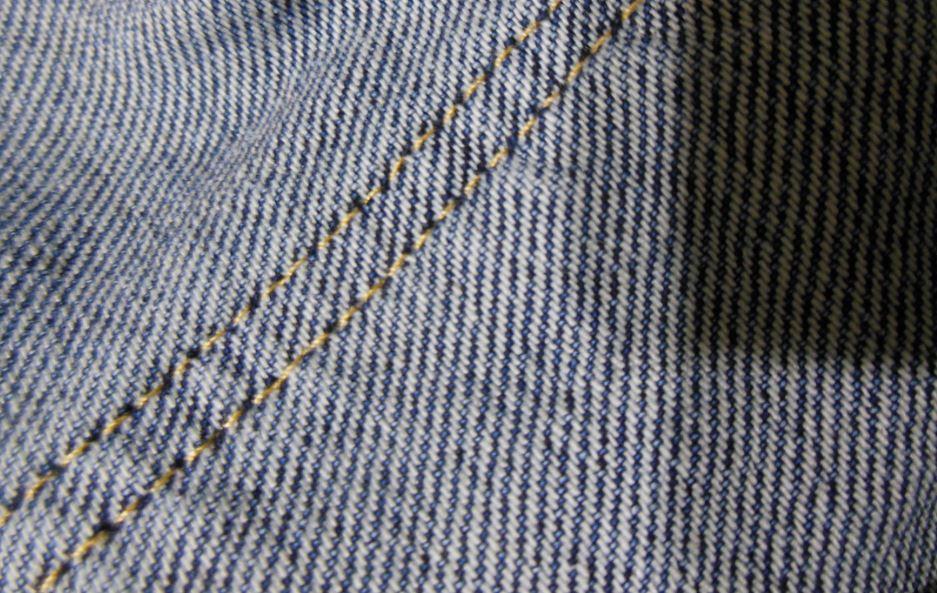 Классическое (диагональное) плетение денима (фото РОСГОД) как правильно выбрать джинсы мужские или женские