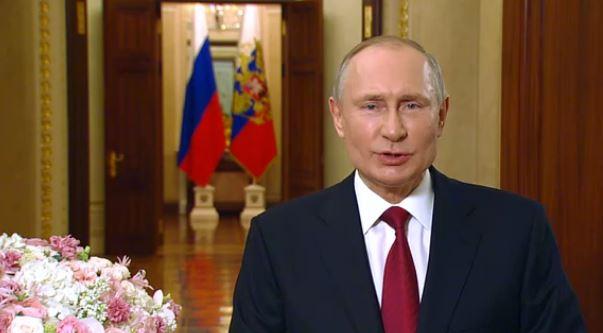 Путин поздравил женщин Международным женским днём 8 марта (скриншот видео с сайта Кремля)