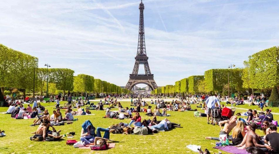 Туристы во Франции (иллюстрация из открытых источников)