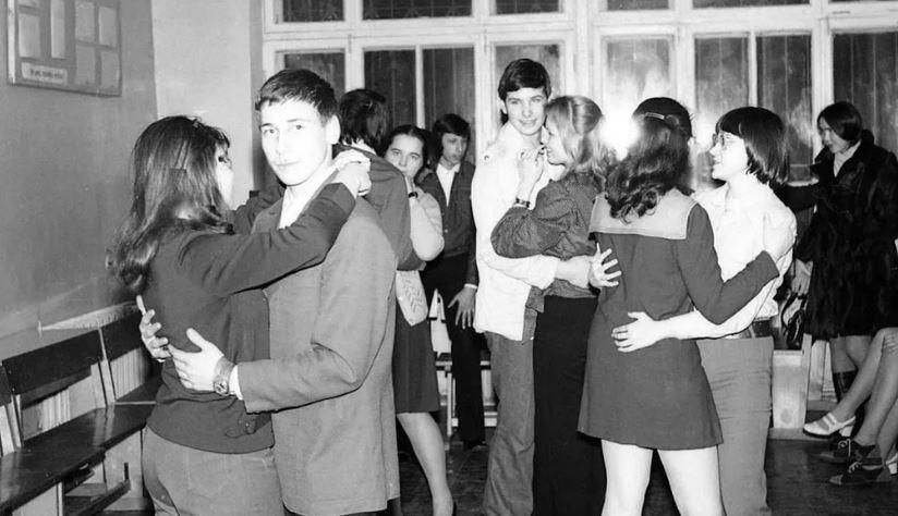 Классный «вечер» советских школьников (иллюстрация из открытых источников)