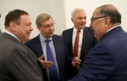 Российские бизнесмены (иллюстрация фото «РГ»)