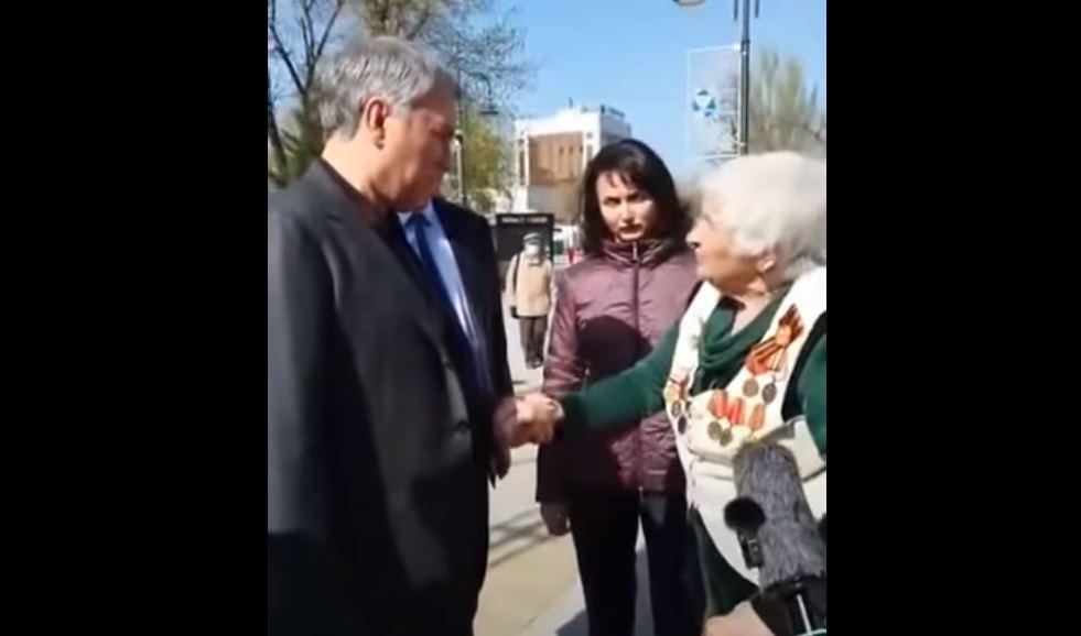 Володин и бабушка, скриншот видео ютуб