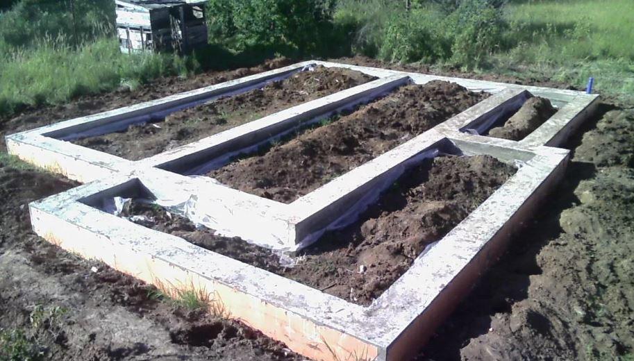 Фундамент уже не гарантия достройки дома (иллюстрация из открытых источников)