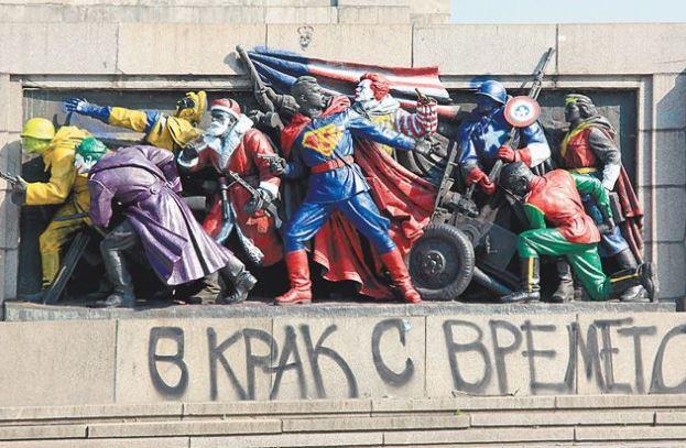 Оскверненный вандалами памятник советским воинам-освободителям в Софии (иллюстрация из открытых источников)