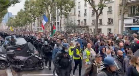Демонстрации во Франции против «паспортов здоровья».