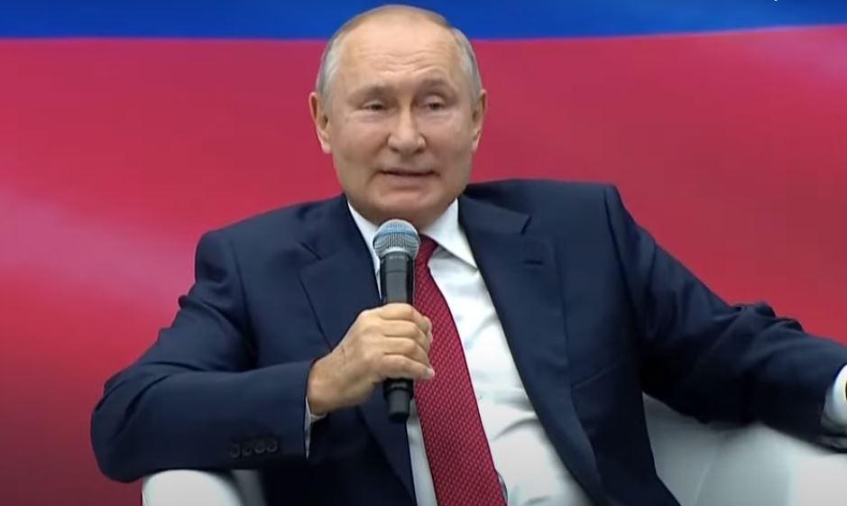 Путин предложил разово выплатить пенсионерам по 10 тыс. рублей (скриншот видео)