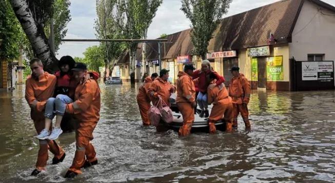 В Керчи горожан эвакуируют из подтопленных домов (фото с сайта Царьград)