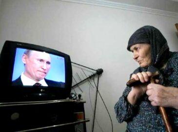 Старушка у телевизора (иллюстрация из открытых источников)